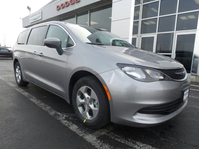 2017 Chrysler Town & Country Touring-L photo