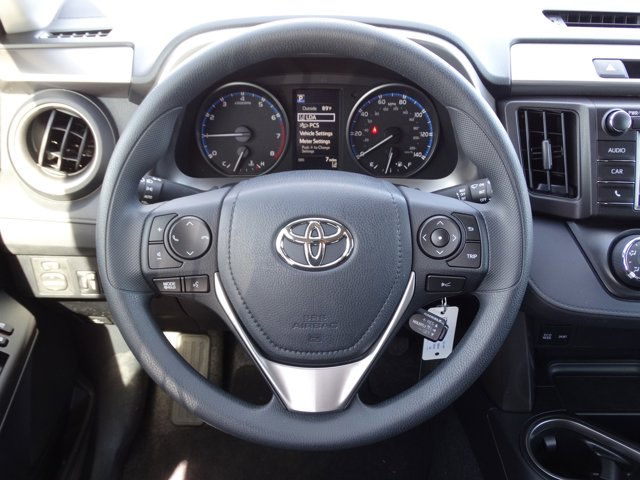 2018 Toyota RAV4 LE photo
