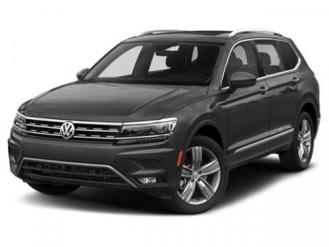 The 2019 Volkswagen Tiguan SE photos