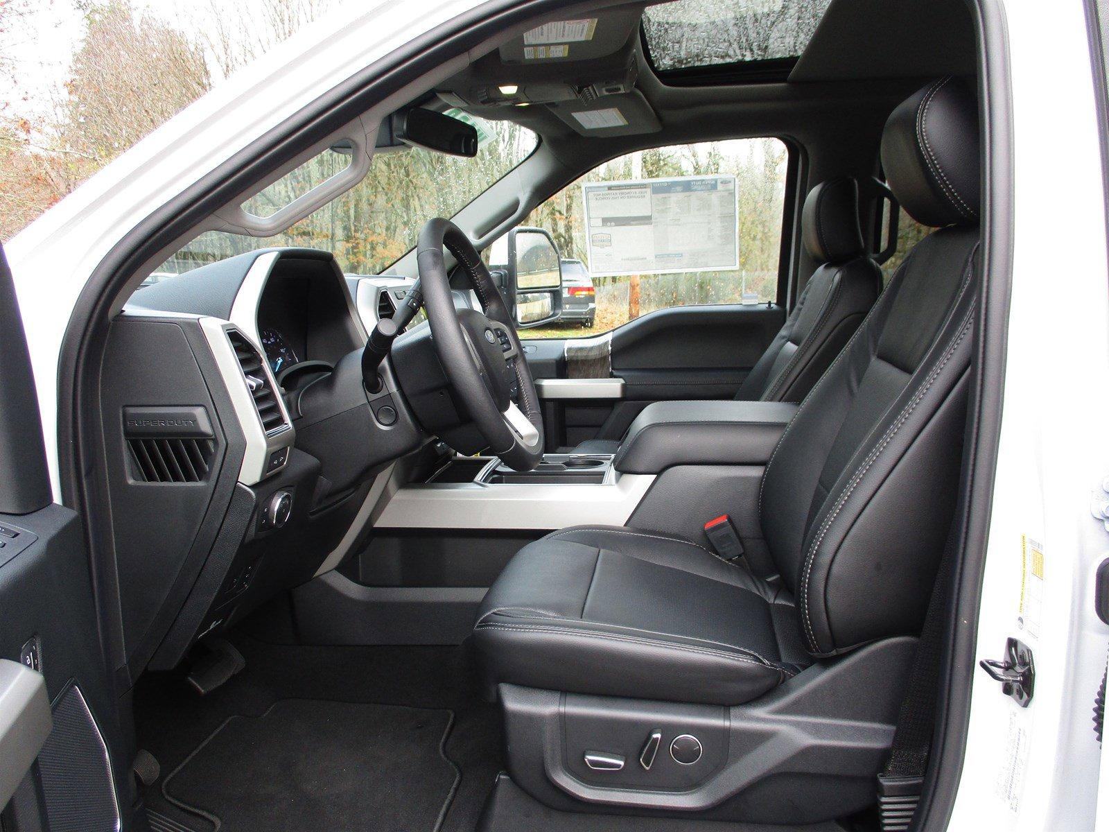 New 2019 Ford Super Duty F-350 DRW LARIAT 4WD Crew Cab 8' Box