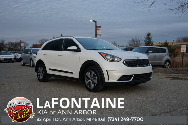 2019 Kia Niro LX SNOW WHITE PEARL CARPETED FLOOR MATS CHARCOAL  CLOTH-TRIMMED SEATS Front Wheel
