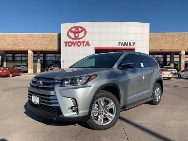 New 2019 Toyota Highlander in Arlington, TX