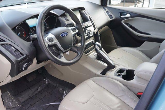 2012 Ford Focus  5dr HB SEL