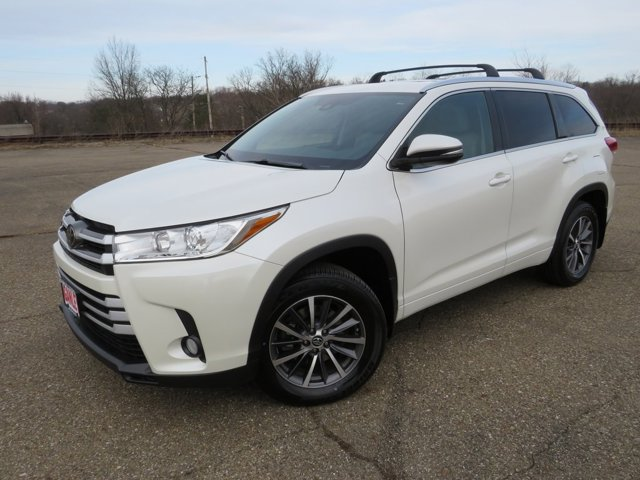 Used 2017 Toyota Highlander in Akron, OH