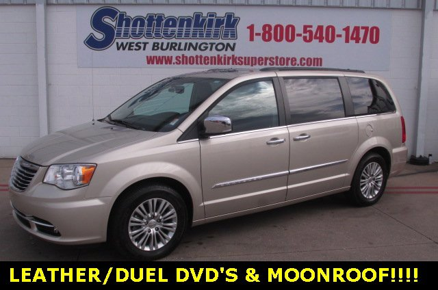 Used 2016 Chrysler Town & Country in West Burlington, IA