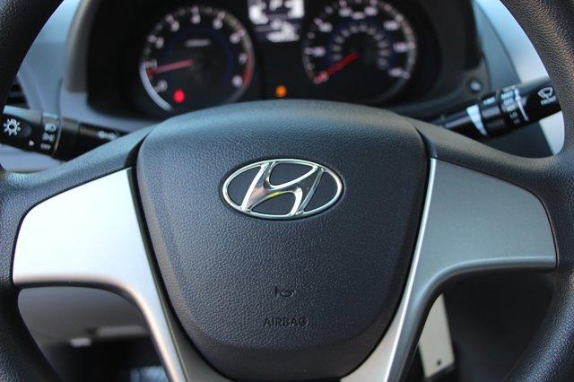 2017 Hyundai Accent SE 26