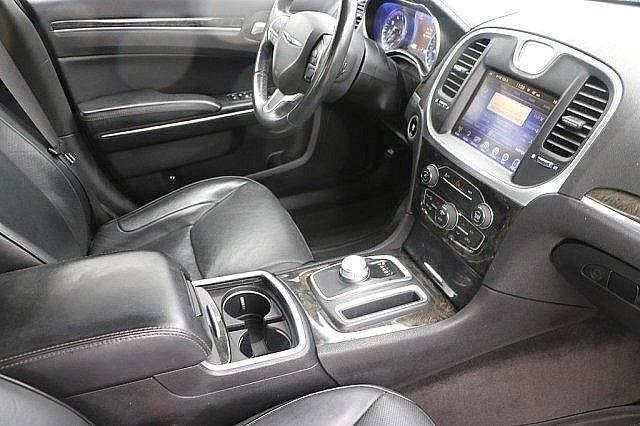 2016 Chrysler 300 300C 16