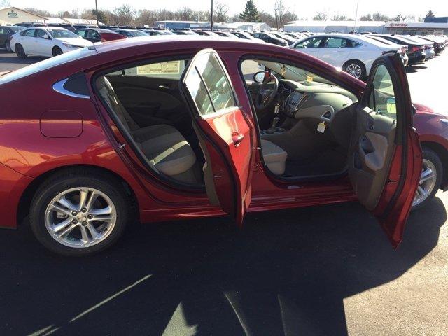 New 2017 Chevrolet Cruze 4dr Sdn 1.4L LT w-1SD