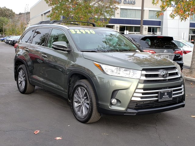 Used 2018 Toyota Highlander in , CA