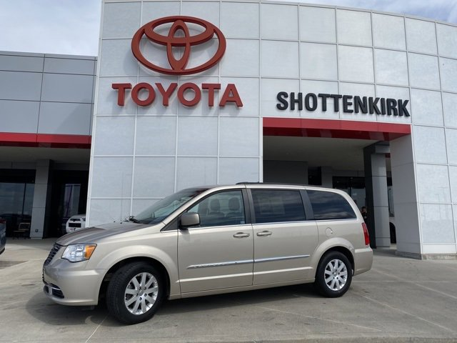 Used 2013 Chrysler Town & Country in Quincy, IL