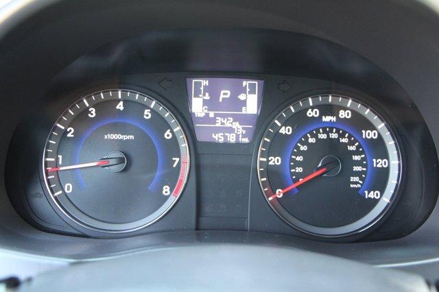 2017 Hyundai Accent SE 27