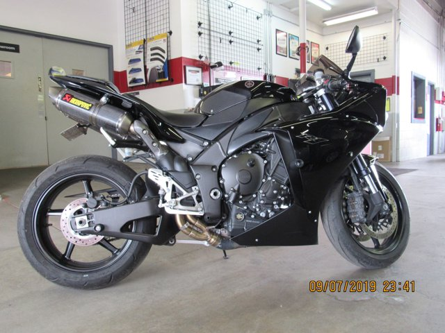 Used 2011 YAMAHA YZF-RI in Hermiston, OR