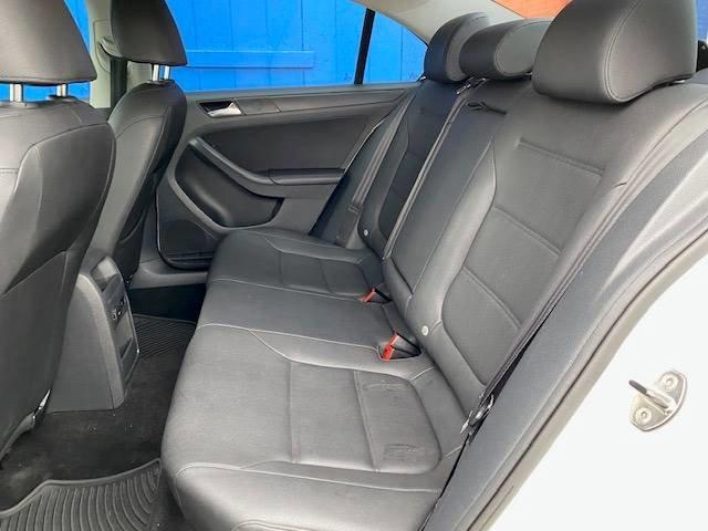 Used 2011 Volkswagen Jetta SE PZEV 4dr Sedan 6A