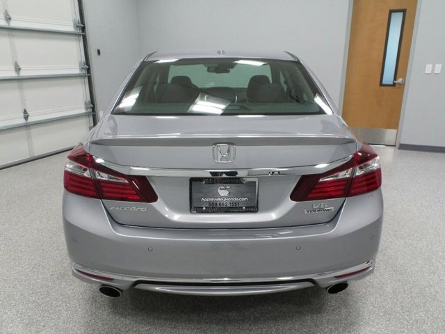 New 2017 Honda Accord Sedan Touring Auto