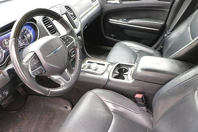 2016 Chrysler 300 300C 9