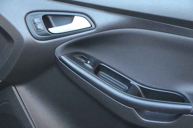 2018 Ford Focus SE 18