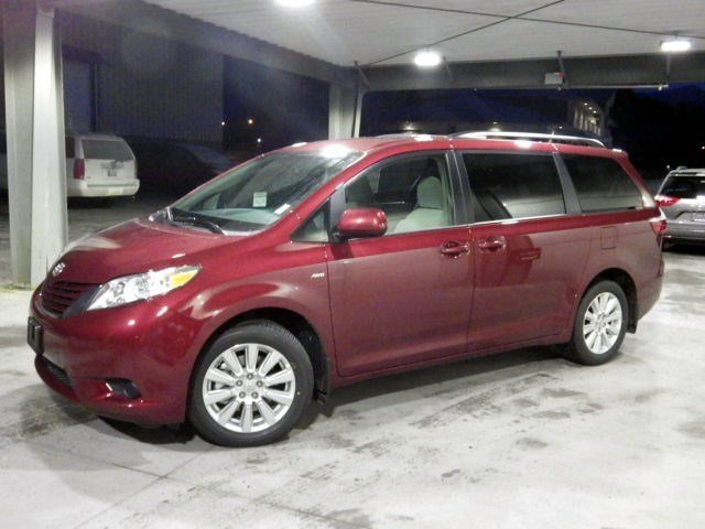 New 2017 Toyota Sienna LE AWD 7-Passenger