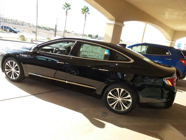 New 2017 Buick LaCrosse 4dr Sdn Essence FWD
