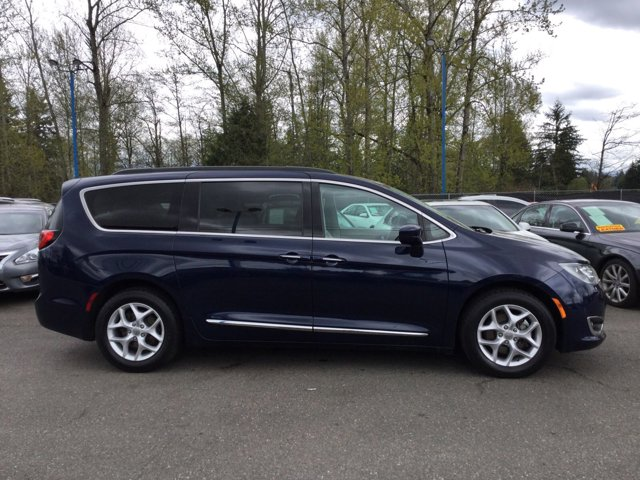 Used 2017 Chrysler Pacifica Touring-L FWD