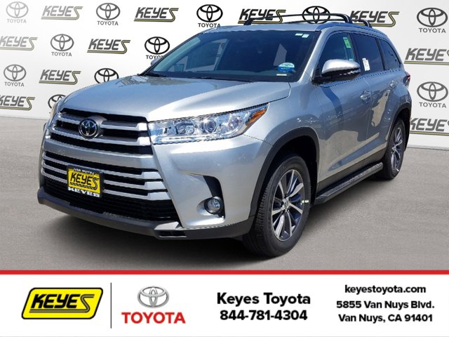 New 2019 Toyota Highlander in Van Nuys, CA
