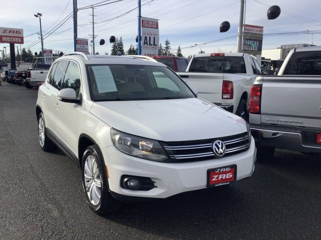 Used 2013 Volkswagen Tiguan 2WD 4dr Auto SE w-Sunroof and Nav
