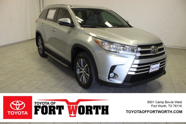 New 2019 Toyota Highlander in Fort Worth, TX