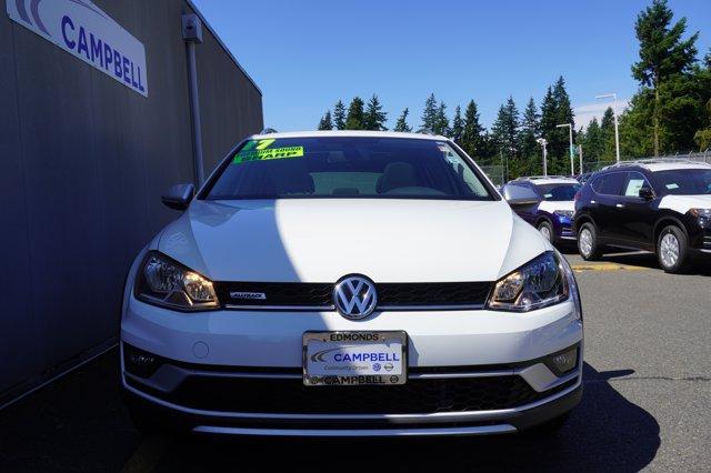 Pre-Owned 2017 Volkswagen Golf Alltrack TSI SE