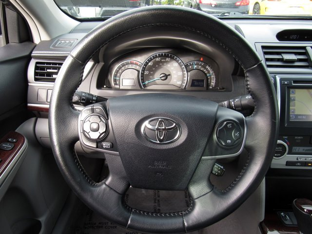 2014 Toyota Camry XLE 18