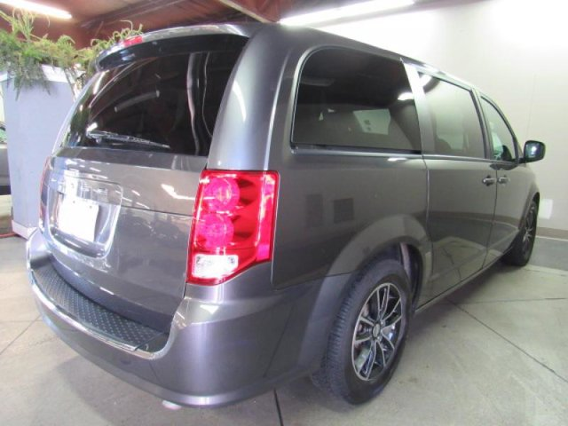 2018 Dodge Grand Caravan SE photo