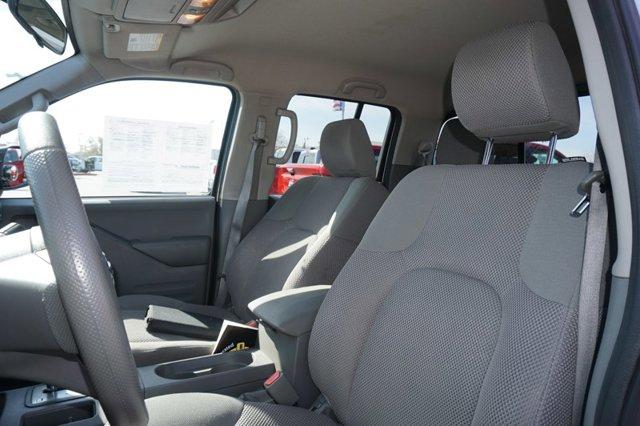 Used 2016 Nissan Frontier 2WD Crew Cab SWB Auto SV