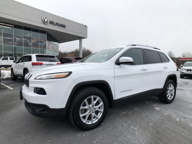 2017 Jeep Cherokee Latitude 35995 miles VIN 1C4PJMCS2HW506423 Stock  1948950353 21256