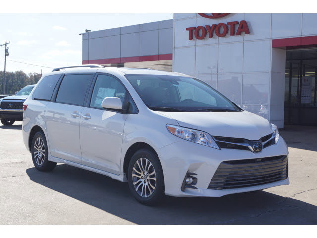 New 2020 Toyota Sienna in Greenville, MS