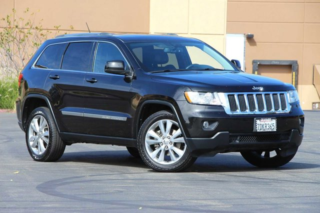 2012 Jeep Grand Cherokee Laredo 32