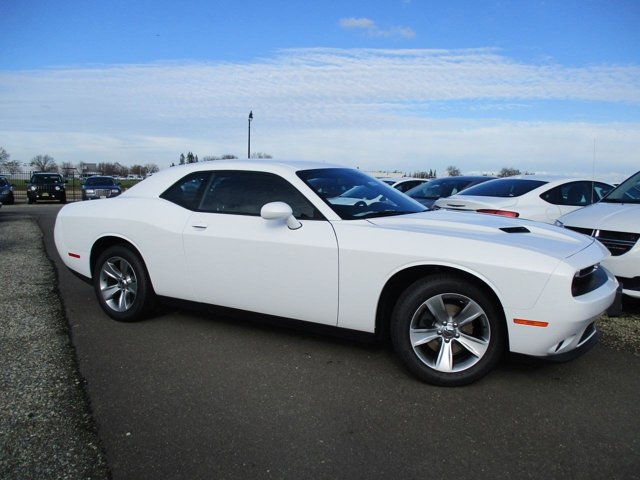 New 2017 Dodge Challenger SXT Coupe