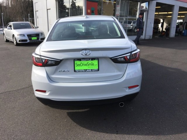 2019 Toyota Yaris 4-Door LE Auto