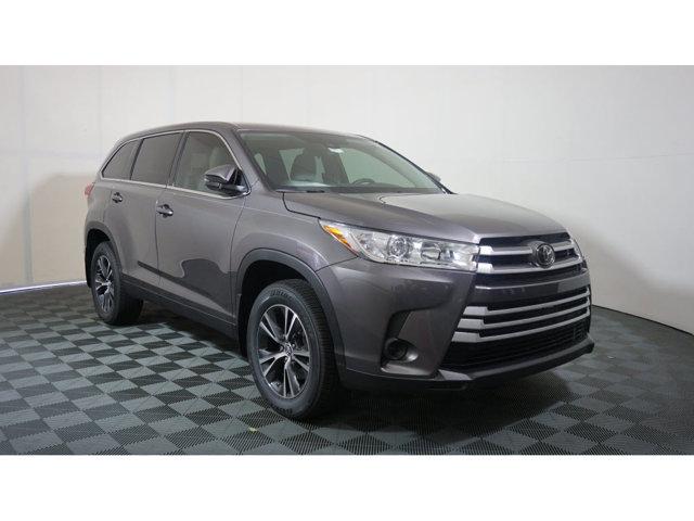New 2019 Toyota Highlander in Memphis, TN