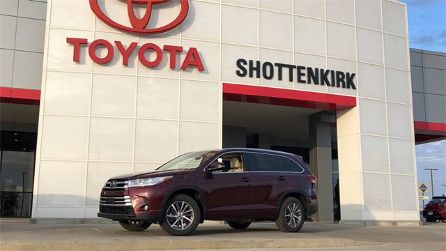 Used 2017 Toyota Highlander in Quincy, IL