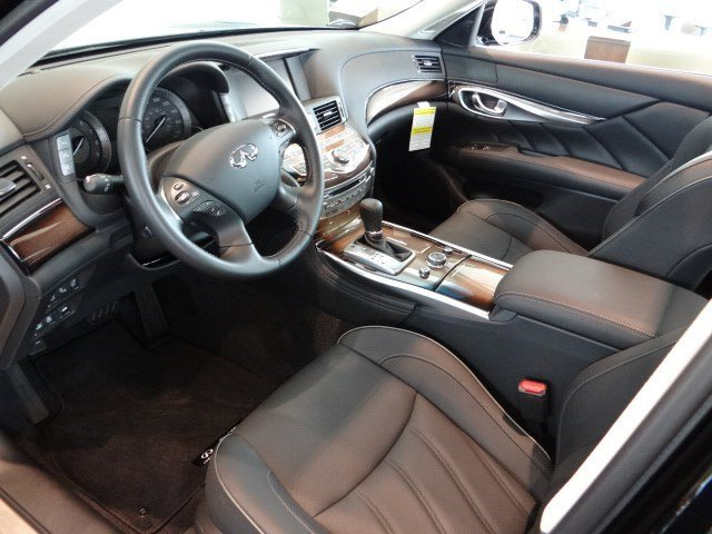 New 2015 Infiniti Q70L 4dr Sdn V8 RWD