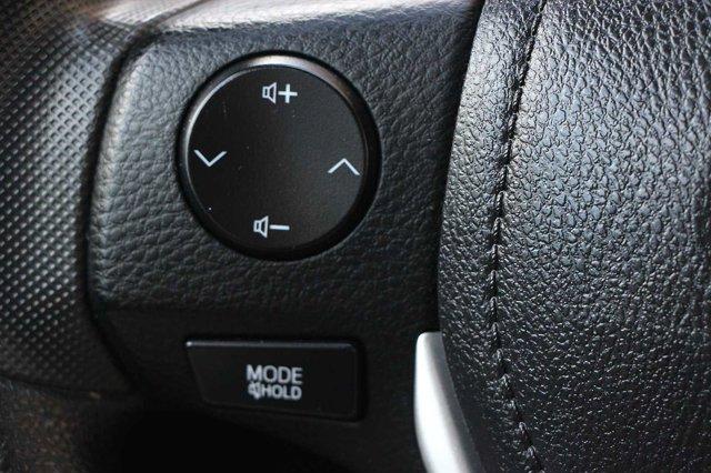 2018 Toyota Corolla LE 29