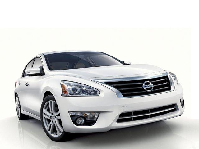 2014 Nissan Altima 2.5 4dr Sdn I4 2.5 Regular Unleaded I-4 2.5 L/152 [2]