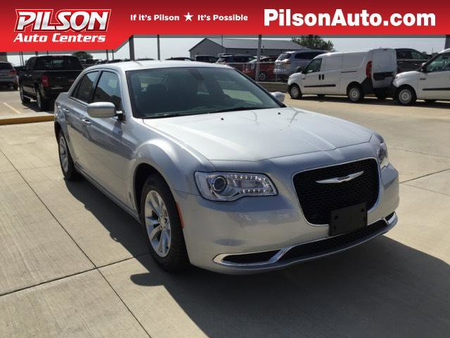New 2019 Chrysler 300 in Mattoon, IL