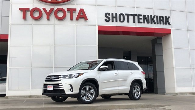Used 2019 Toyota Highlander in Quincy, IL
