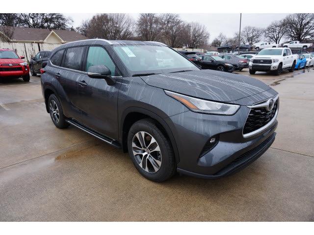 New 2020 Toyota Highlander in Hurst, TX