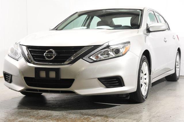 2016 Nissan Altima 25 S Cloth interiorLike New exterior conditionLike New interior conditionLik