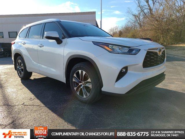 New 2020 Toyota Highlander in Muskogee, OK