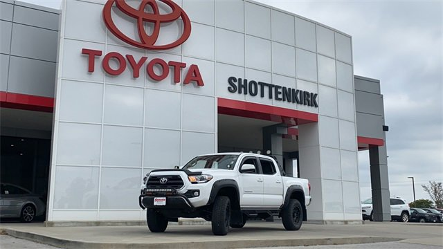 Used 2016 Toyota Tacoma in Quincy, IL