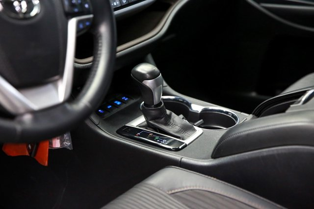 2017 Toyota Highlander for sale 124043 11