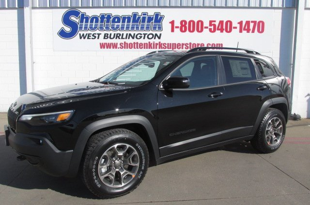 New 2020 Jeep Cherokee in West Burlington, IA