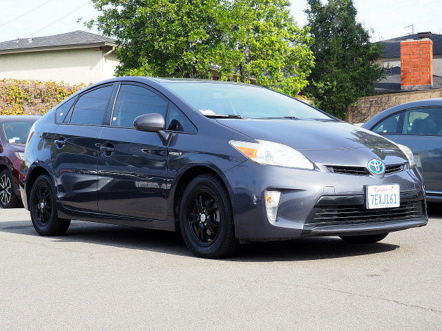 2014 Toyota Prius Two 5dr HB Two Gas/Electric I-4 1.8 L/110 [12]