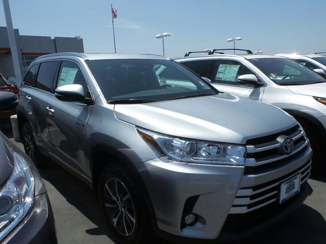 New 2019 Toyota Highlander Hybrid in Yuba City, CA